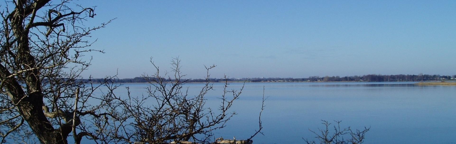 panorama udsigt over stor sø
